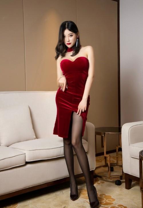 大胸美女黑丝翘臀高跟美腿热图