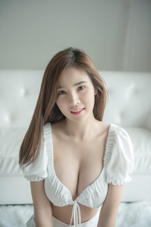 超级诱人美模展示女性凹凸身材唯美写真21p