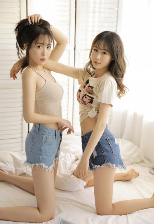 粉嫩乖巧学生妹青涩短裙情趣黑丝袜床上写真9p.jpg