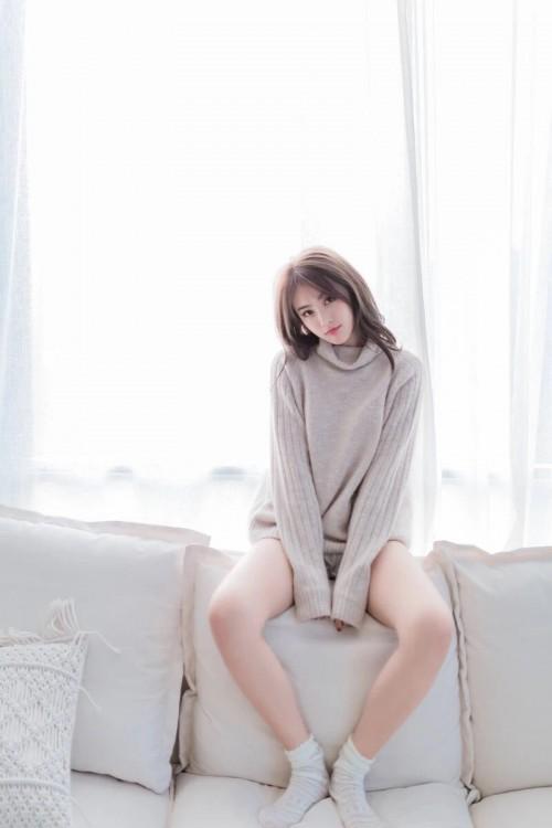 清纯可人美少女吊带装居家私房自拍组图16p