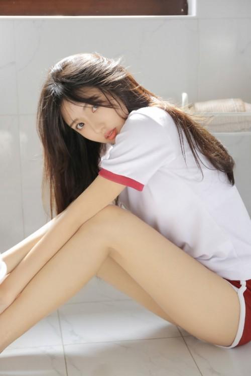 长发女神风范美少女娜娜黑丝美腿办公室OL唯美写真15p