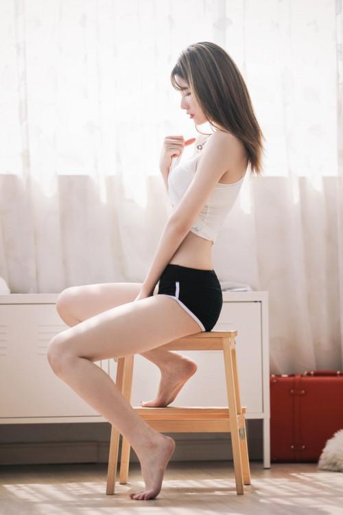 人气高尚性感女神妲己_Toxic血滴子吸睛巨乳黑丝美腿人体旅拍42p