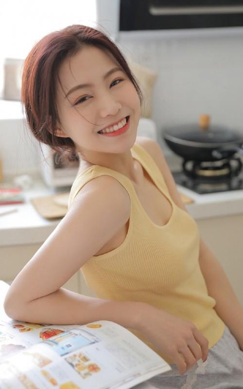 丰腴嫩模娜露傲人巨乳丝滑长腿勾魂34p