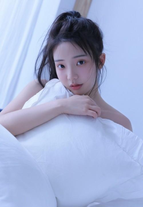 喜爱裸露性感美人Egg尤妮丝职场OL巨乳翘臀诱惑来势汹汹37p
