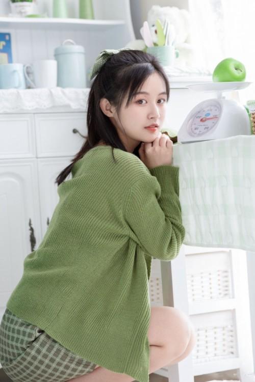 白皙粉嫩美女嫩模范诗琪化身迷人小护士诱惑10p