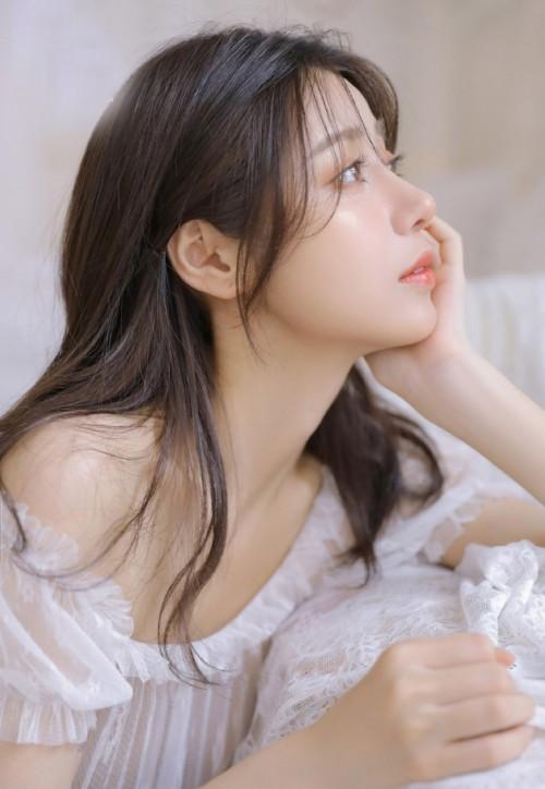 绝顶嫩美女模特妲己_Toxic惹人魅惑表情大展傲人巨乳身姿45p
