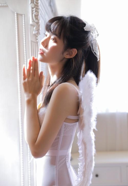 白嫩迷人酥胸美人Cherry纹身显眼秀诱人人间胸器40p