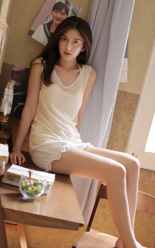 粉嫩怜人美女程彤颜斑马连体网袜很有看点44p