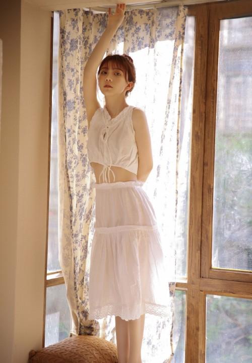 柔嫩巨乳美女陈茜妮丝滑尤物奶香四溢40p