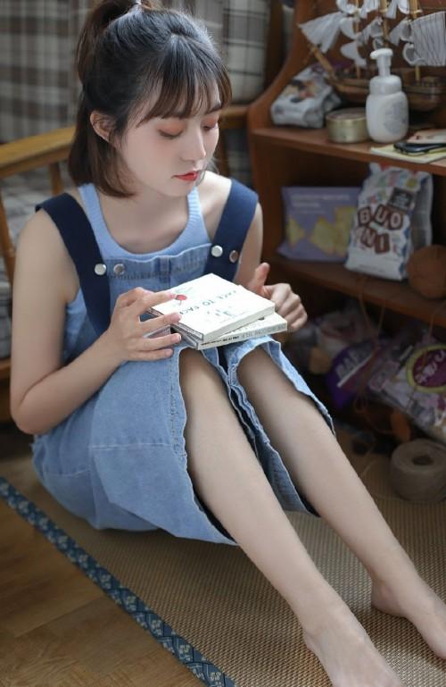 牛仔热裤美女细长美腿写真图片9p