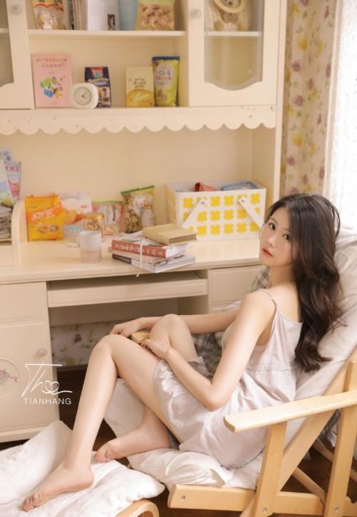 雪白滑嫩美女模特李可可童颜巨乳黑丝美腿俏皮惹人诱惑44p