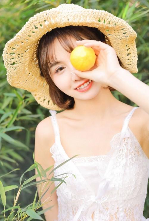 黑丝美女韩贝贝光下身尺度大惹人爱(50p)