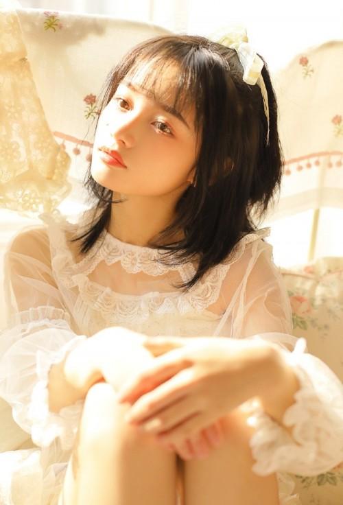 娇小青涩美少女柳侑绮玲珑身躯粉嫩美乳比基尼清新写真30p