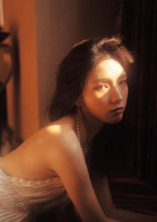 甜美丽人美女王乔恩肌肤白皙靓丽动人41p