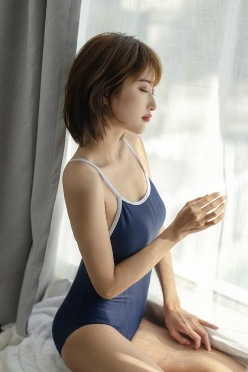 气质清纯美女施亿佳Kitty秀白皙美背度假写真47p