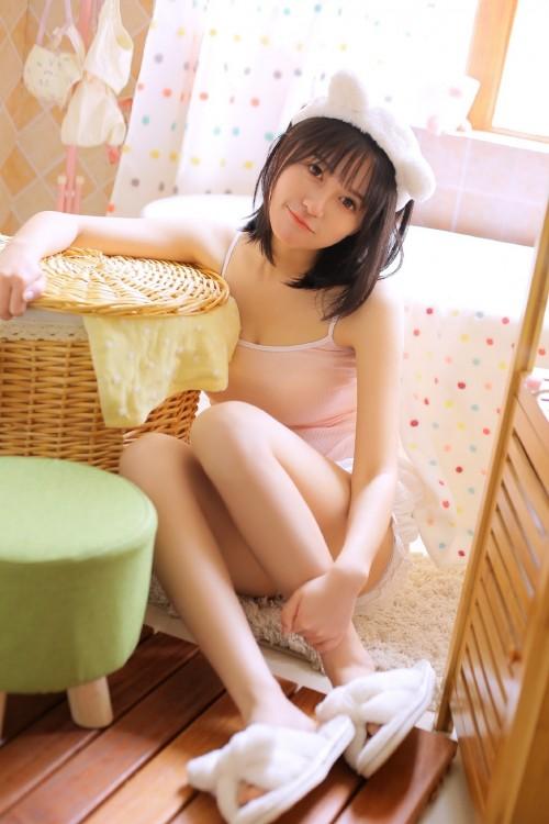 马尾辫美女清新白嫩细长美腿诱惑写真9p