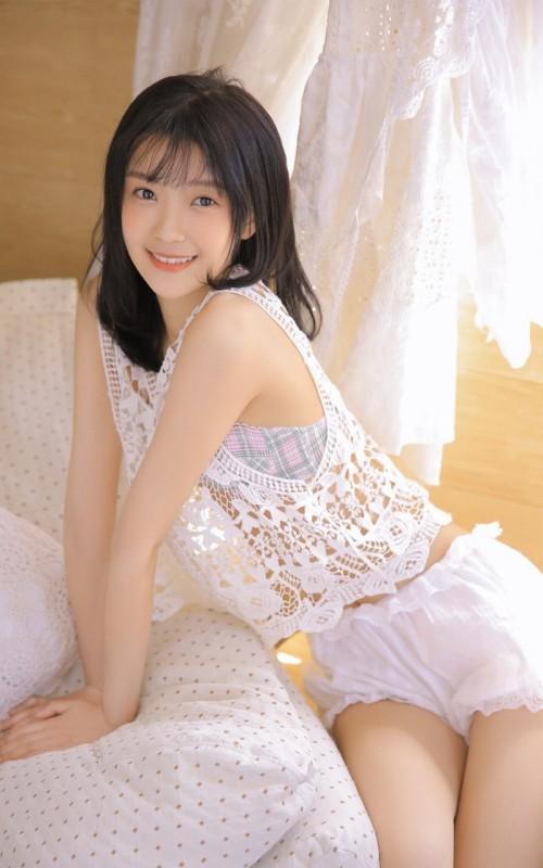 极品耀眼美女模特宋七七透视蕾丝内衣胶带遮胸十分抢镜39p