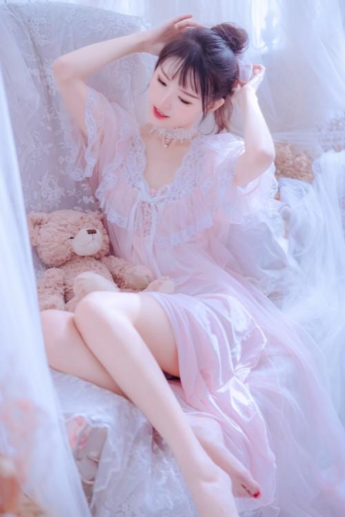 清纯养眼美少女绮里嘉俏皮粉色抹胸唯美户外写真32p