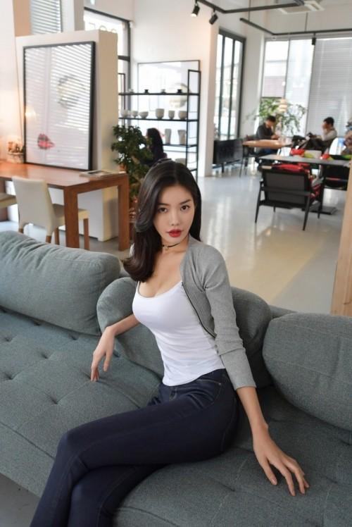 长发迷人美女模特卓君妹妹清纯惹人私房照40p