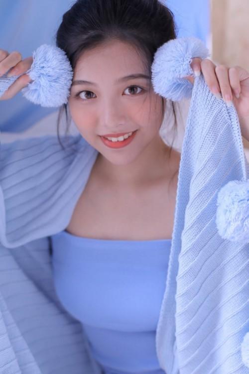 活泼阳光美女李七喜酥胸半露吸睛无数唯美写真33p