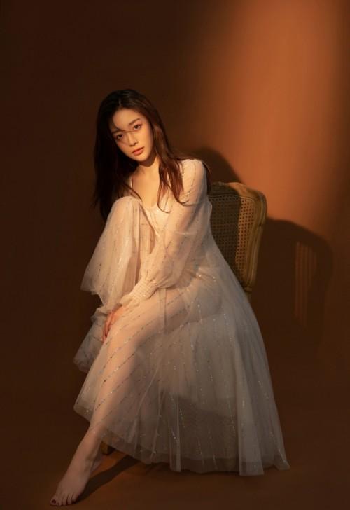 风情绝色女神刘钰儿汉服肚兜血滴子魅惑人体写真42p
