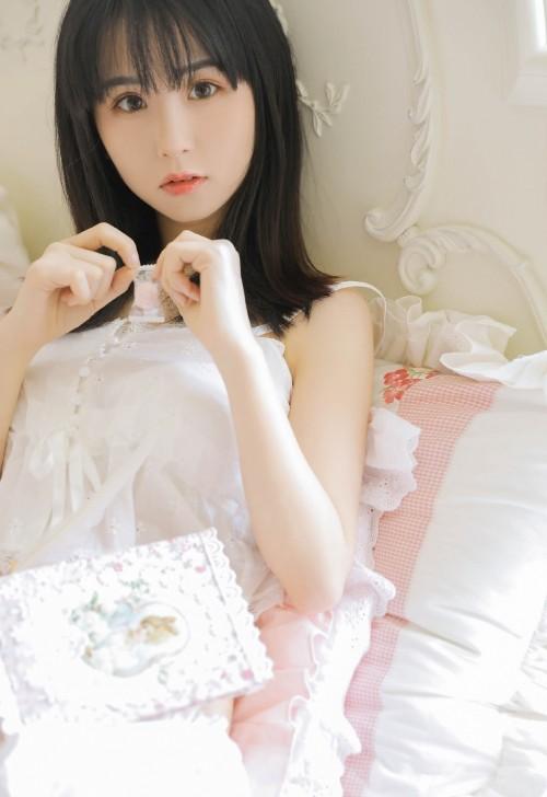 制服美女薇薇Vivian肉丝袜护士装诱惑42p