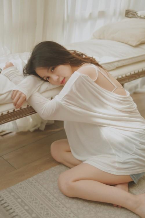优美丽人美女白思宜惹人美体曲线魅惑私房照15p