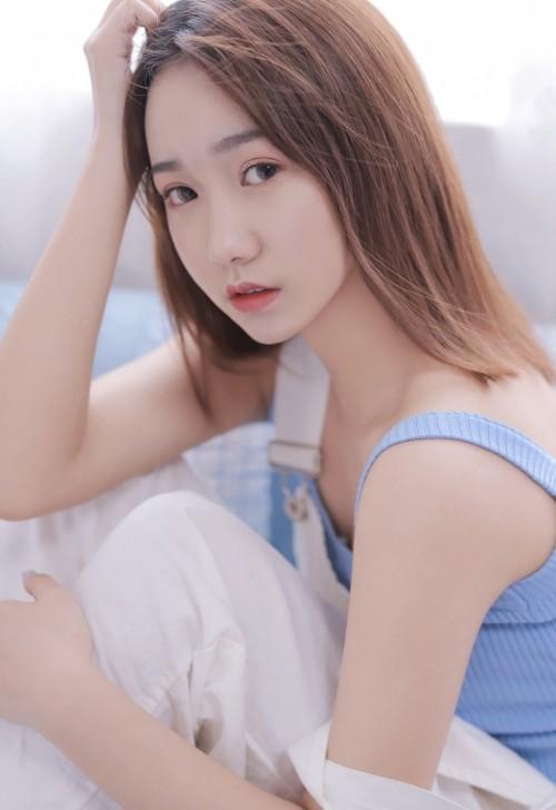 俏皮惹人校园美少女李七喜柔顺长发白皙肌肤甜美拍摄15p