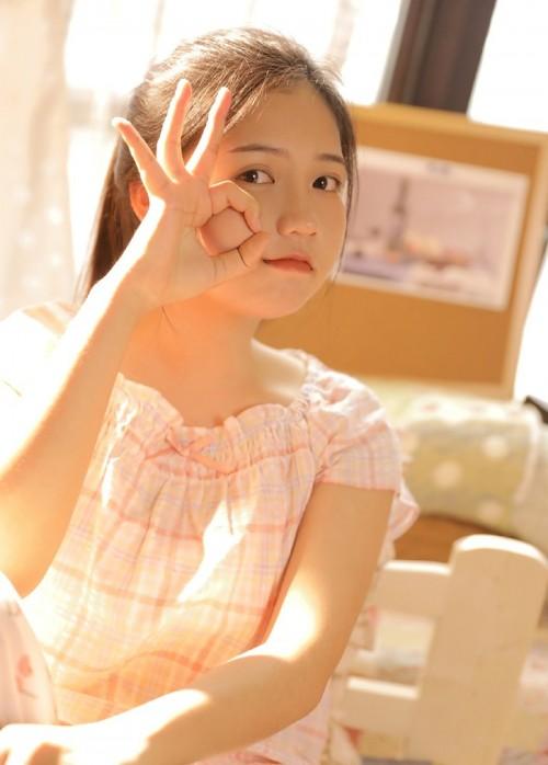 靓丽阳光女孩高雅气息室外高尔夫清纯写真9p