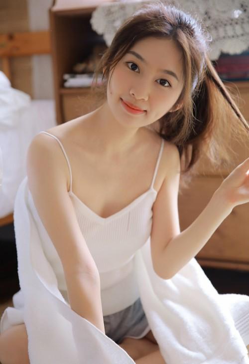 雪白丽嫩美女萌妹米线线梦幻蕾丝大秀美乳激情写真40p