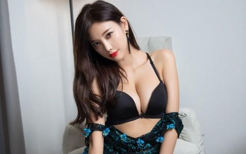 爆乳肥臀的极品推女郎酥胸半裸一对玉兔吸睛人体自然造型