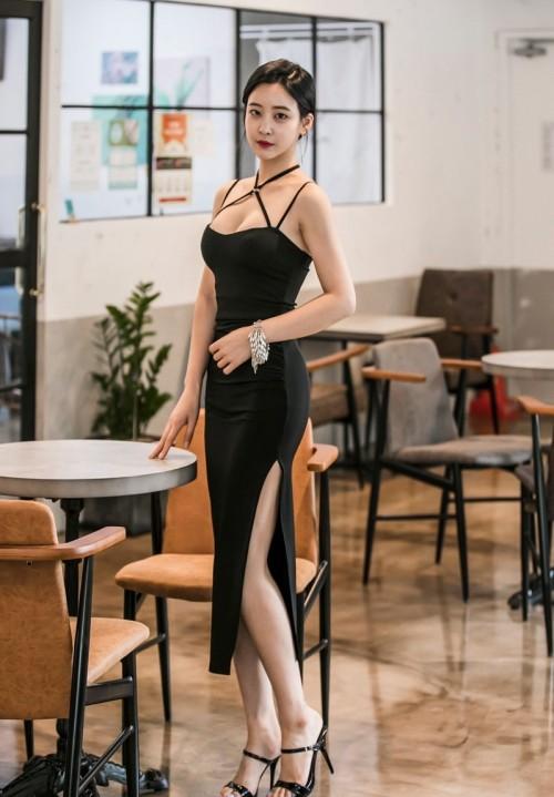 时尚青春MM高挑美腿大晒高调人像照9p