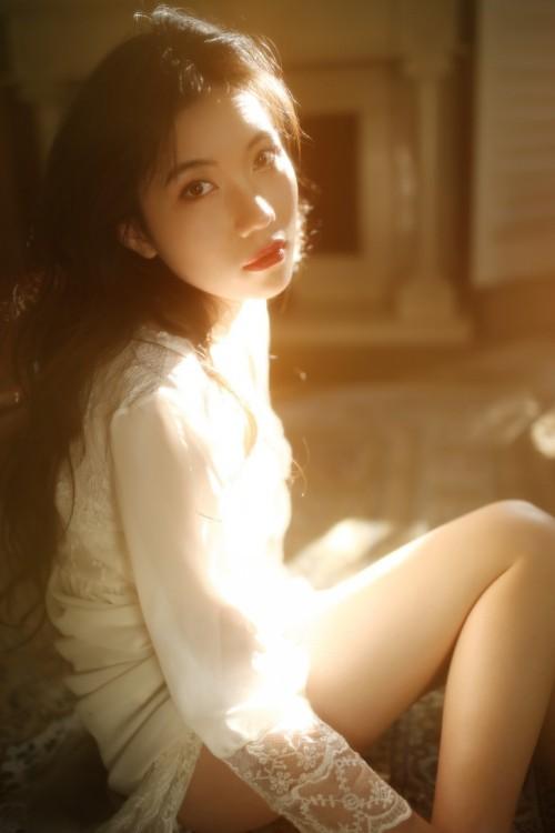 长相甜美美女吴梓嫣性感自拍生活美照10p