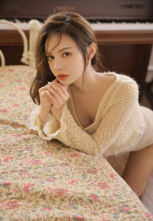 宅男女神风骚内衣诱惑姿势亚洲自拍人体艺术写真