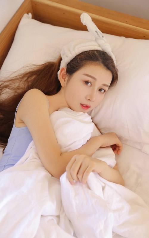 豪情御姐尤妮丝旗袍美腿风骚露出50p