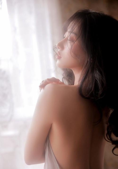 甜美校花美女李七喜白皙肌肤嫩臀俏皮拍摄23p