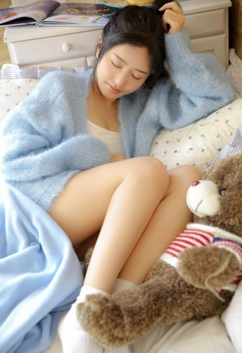 害羞可人美女模特晓梦may黑丝网衣吊袜私房人体写真35p