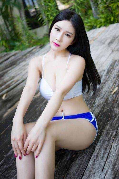 爆乳尤物性感泳衣迷人乳沟翘臀小蛮腰极致吸睛人体欣赏