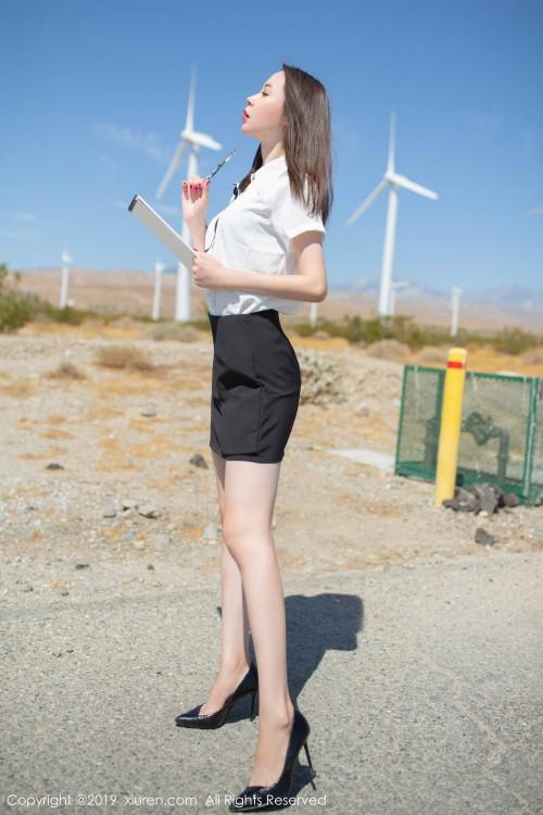 年轻美少妇梦心月情趣制服丝袜高跟西西人体大胆写真