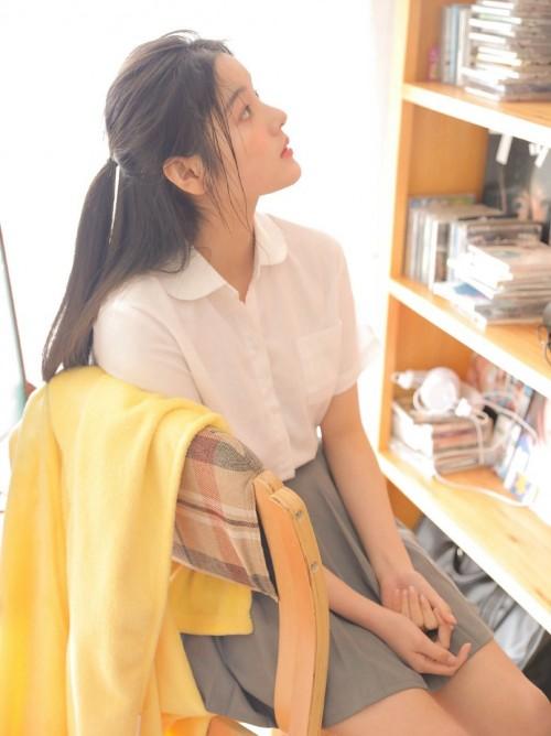 绝色美人陆萱萱护士制服高跟黑丝老师丝袜脚写真