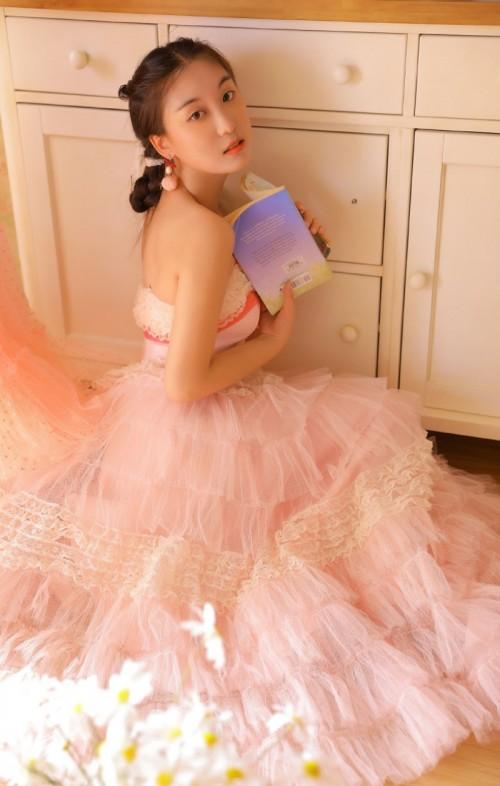 粉嫩长裙美女唯美复古诱惑人体摄影艺术写真图片