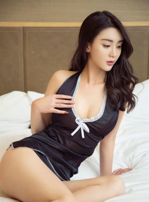 夜店美女床上好身材美乳翘臀风骚大胆人体艺术写真