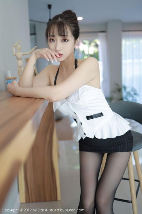 火辣美娇娘林子欣齐b超短裙后入式翘臀欧美极品人体写真
