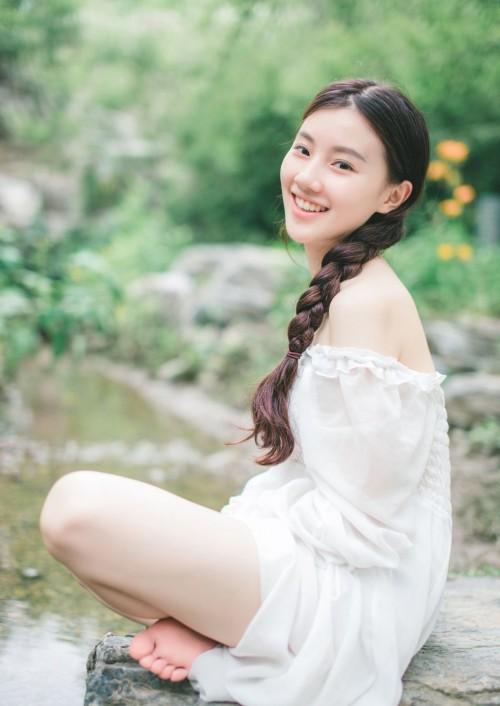 风骚女白领芝芝开胸露乳装销魂跪趴姿势中国大胆绝美人体