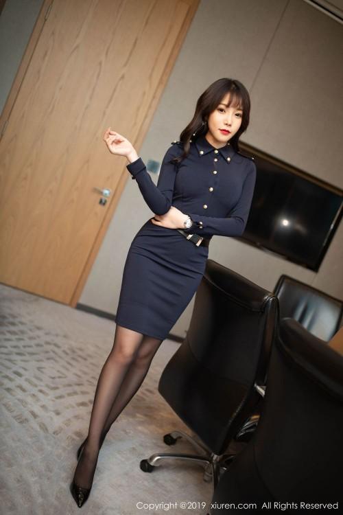 职业秘书高熊情趣制服丝袜美腿嫩模超大胆大尺度人体写真