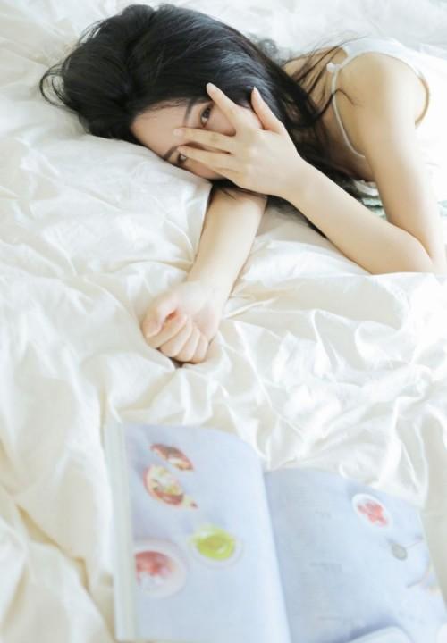 绝色美人夏希子蕾丝透视装不雅床照西西人体