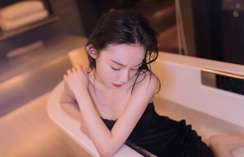 漂亮人妻少妇可爱撩人美女火辣人体艺术写真