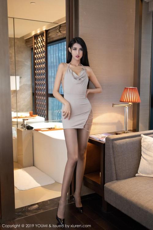 年轻人妻葛征露底短裙大白屁股嫩模超大胆大尺度人体写真