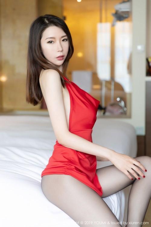 性感女神梦心月酒店床榻间风情万种香艳惹火人体艺术私拍