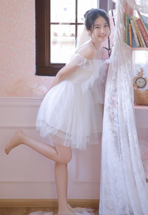 宅男女神西子蕾丝透视装不雅床照人体女人的最大尺度